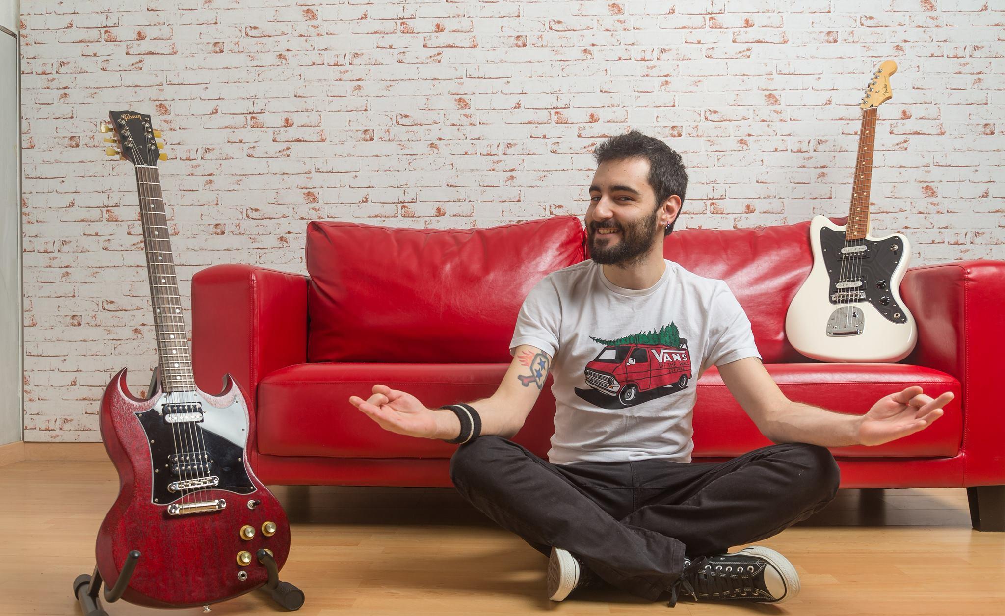 Spanish Music: Contigo en Contra